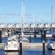Yachthafen in Olpenitz im Hindergrund sind die Ferienwohnungen zu sehen